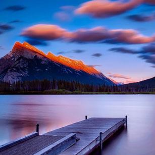 Des Montagnes, Un Lac Et Un Pont.